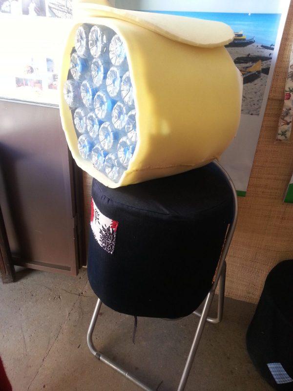 """Chaise """"pouf"""" réalisée à partir de bouteilles recyclées"""