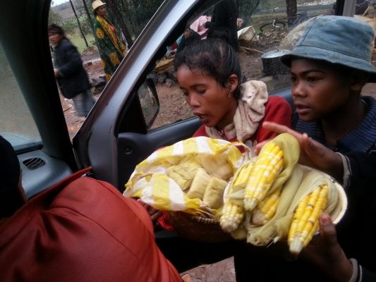 vendeurs de maïs à antsirabe