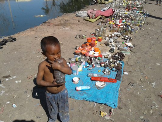 enfant dans les bidonvilles Madagascar